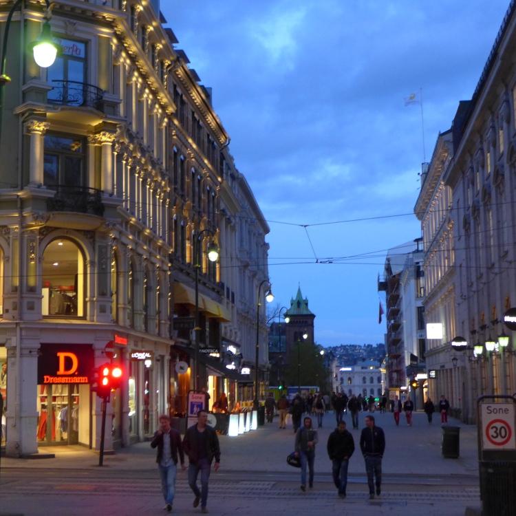 Karl Johan Gate, pedestrian shopping street.
