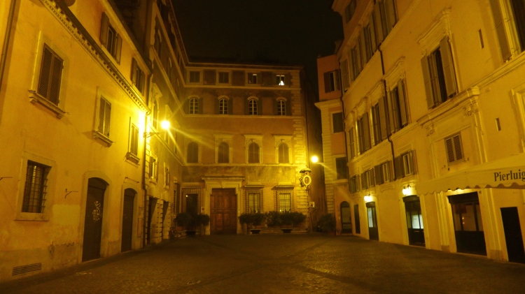 The quiet Piazza de Ricci where the restaurant Pierluigi is located.