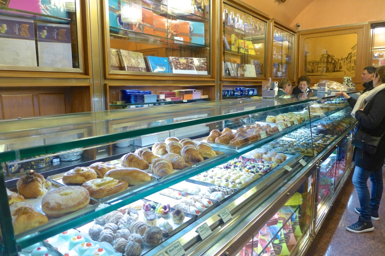 Not only does Giolitti have the best gelato, it is pastry heaven, and I adore Italian biscuits, these ones just melt in the mouth.