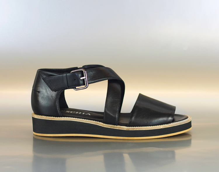 Reschia Crossed Sandal in Nappa.