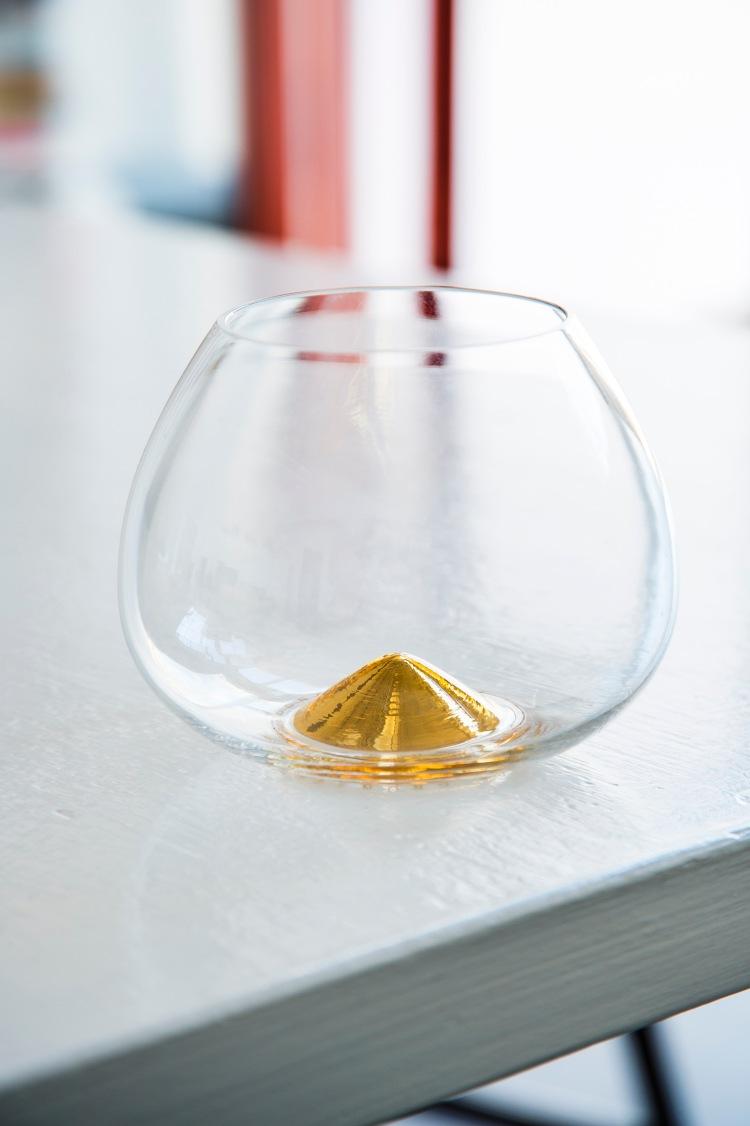 Cognac glass with text in gold, jubilee version for Grönstedts 1996, Skruf. Ingegerd Råman.