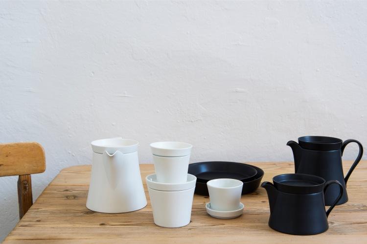 Ingegerd Råman. Teapots, mugs and plates in porcelain for Arita, Japan, 2016. Photo: National Museum.