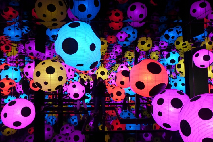 Hymn of Life - Yayoi Kusama's newest Infinity Mirrored Room. Moderna Museet.